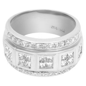 Round and princess cut diamond band in 18k white gold