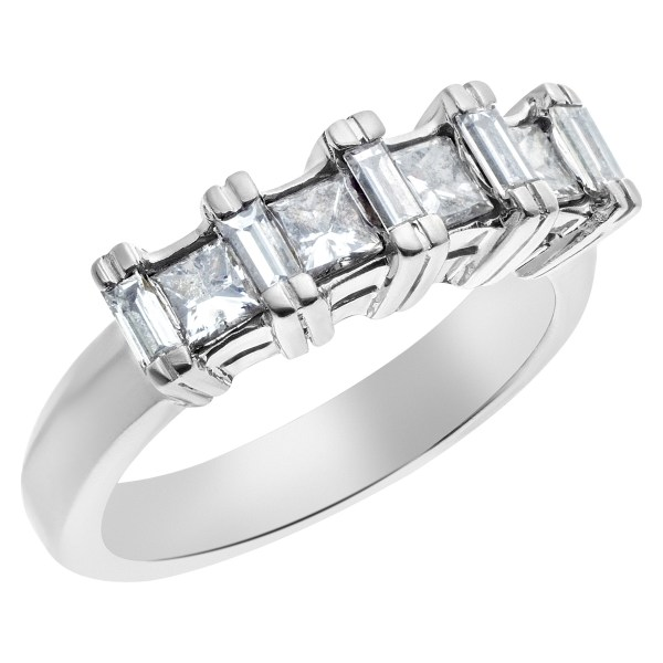 Fancy 14k white gold Ring with 0.85 cts of princess cut diamonds and baguettes.