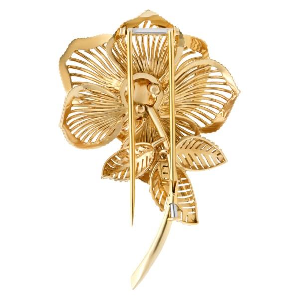 Sapphire & diamond flower brooch in 18k