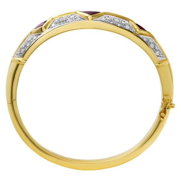 Diamond bangle in 18k with 1 carat in round brilliant cut G-H color, VS clarity diamonds