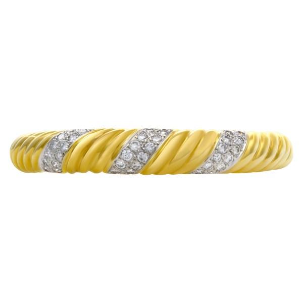 Diamond bangle in 18k yellow gold