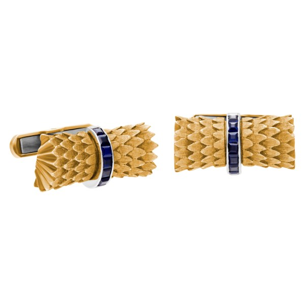 """Elegant """"bark snake scales textured"""" cufflinks in 14k yellow gold, with square cut sapphires in center"""