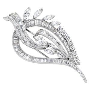 Leaf diamond pin in platinum