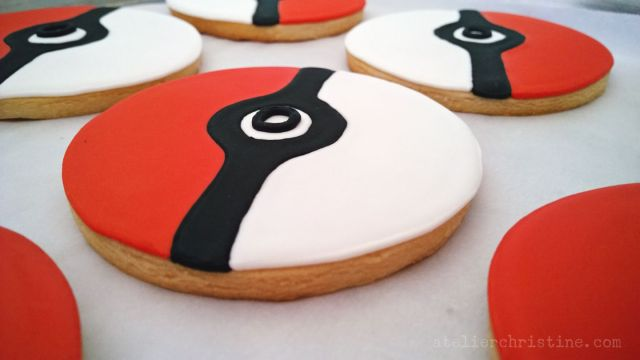 atelierchristine.com-artisanfoodmaker-bakeshop-losangeles-favors-desserttable-redandwhite-pokemon-pokemonparty-pokeball-kidsbirthday-partyplanning-pokeballcookies-pokeballcakepops-cakepop-sugarcookies-06.jpg