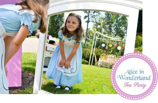 600x392xalice-in-wonderland-gracie-in-mirror.jpg.pagespeed.ic.u_dZS91fNM
