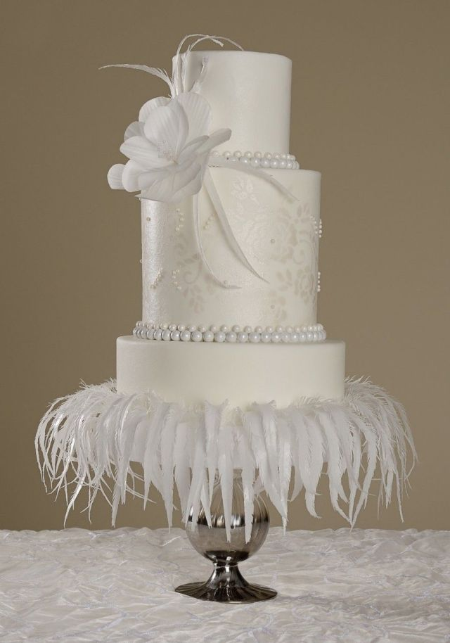 881458sv9r_cake-central-magazine-white-wedding-issue-cover-cake_900