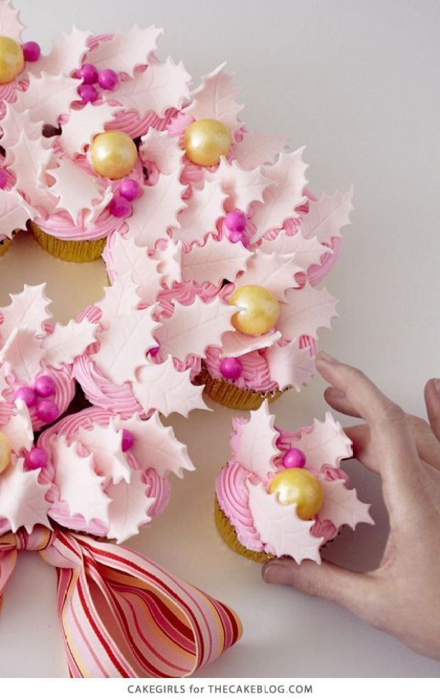 diy_cupcake_wreath_14