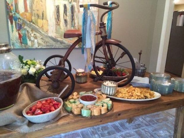 gender-reveal-food-table