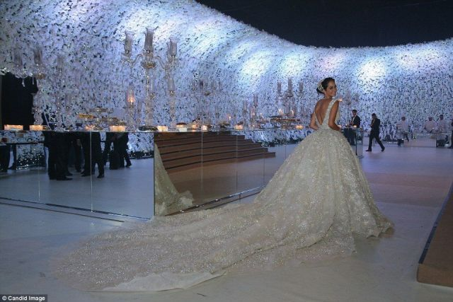 29434ea000000578-3106544-inside_the_weddings_of_the_mega_wealthy_the_average_australian_w-a-6_1433711749097-2