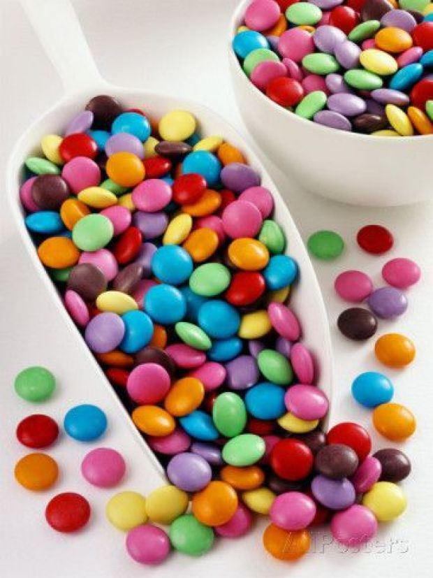 smarties-in-scoop-and-small-bowl