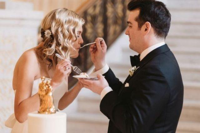 Bride-and-Groom-Eating-Cake-600x399.jpg