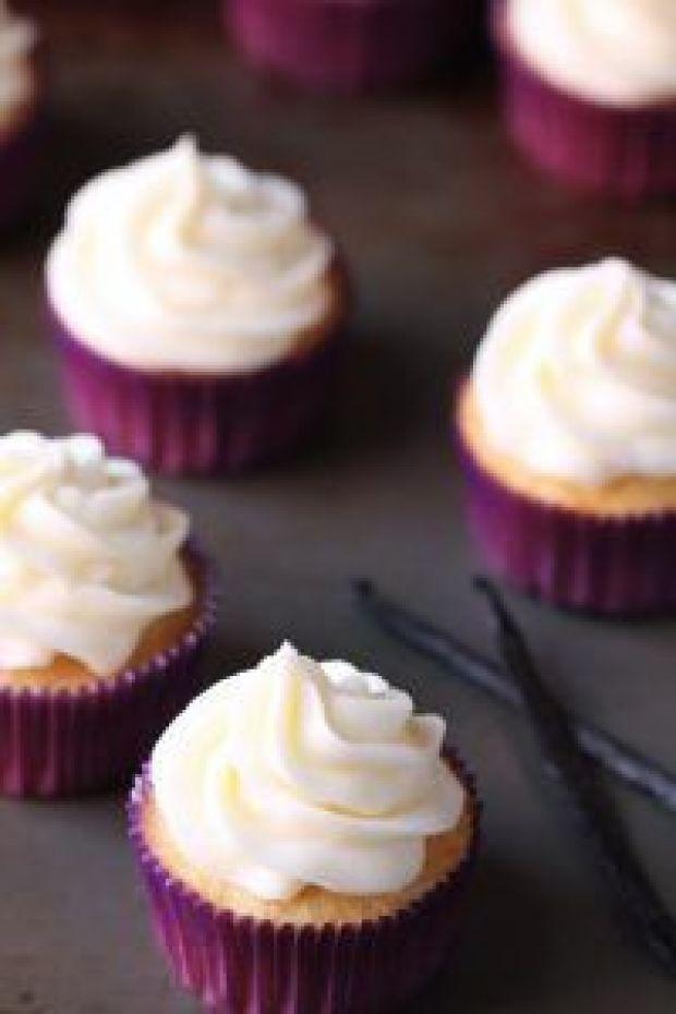 favorite-vanilla-cupcakes-3-576x864