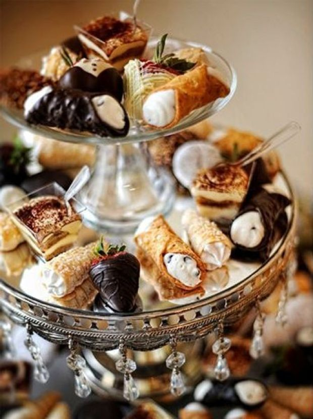 miranda-and-grant-intimate-tennesee-wedding-desserts.jpg