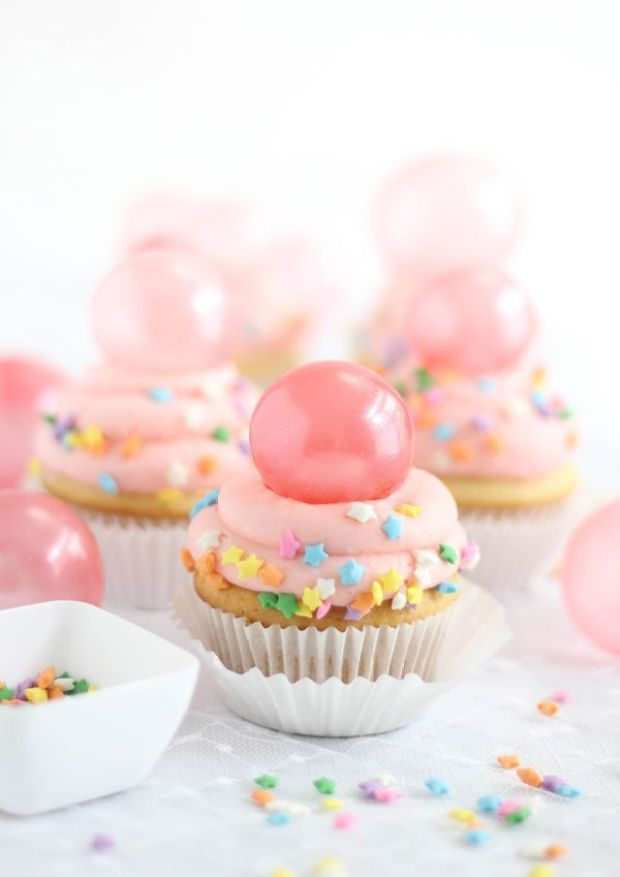SprinkleBakes Bubble Gum Cupcakes with Gelatin Bubble Topper Tutorial 6 (1).jpg