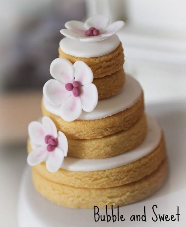 stacked cookis weddng cookies bubble and sweet fondant butterfly white blossom.jpg