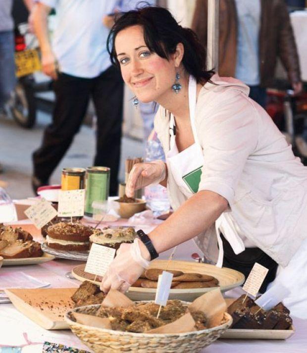 54ebaa12c08dd_-_woman-at-a-bake-sale-xl