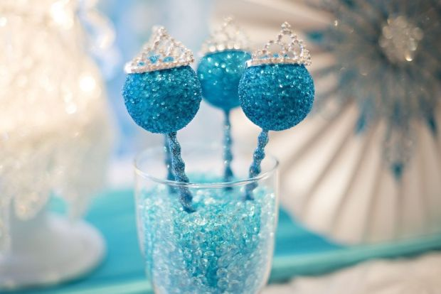 Frozen-Cake-Pops