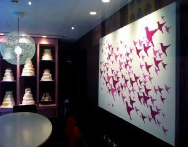 hummingbird-bakery-spitalfields-cake-consultation-room-bird-artwork