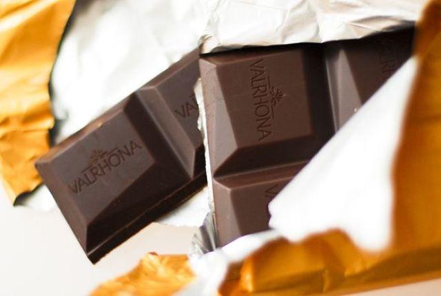 valrhona-ampamakia-chocolate-bar.jpg