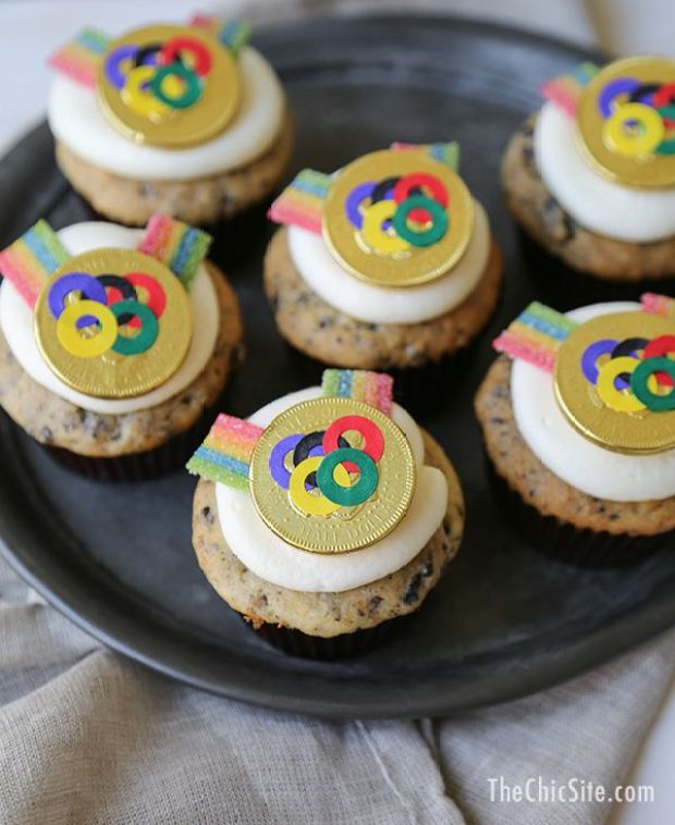 ThChic_gold-medal-cupcakes.jpg