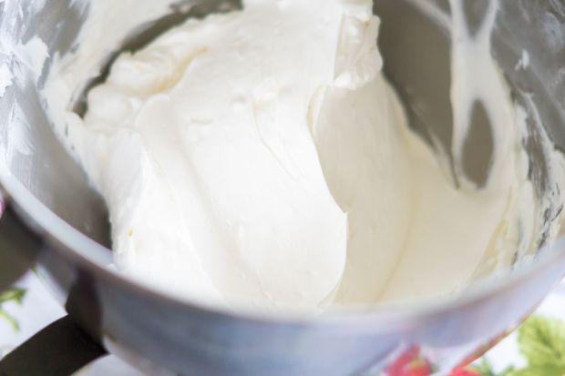 swiss-meringue-buttercream-smooth.jpg