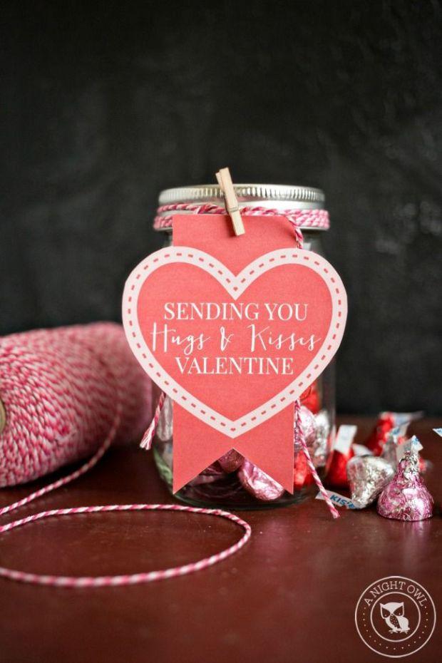 Hugs-and-Kisses-Mason-Jar-Valentines-4.jpg