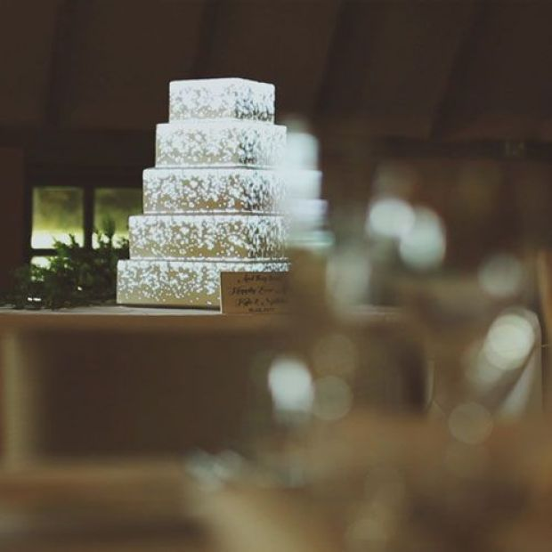 fairytale-cascade-projection-mapping-wedding-cake.jpg