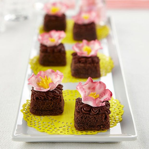 Fantasy-Flower-Topped-Brownies.jpg