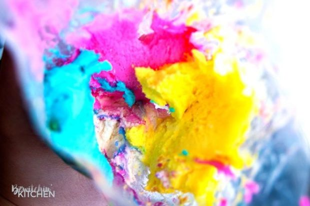 How-to-pipe-rainbow-frosting.jpg