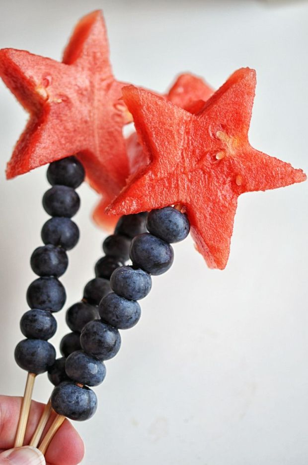 Watermelon+and+Blueberry+Sparklers+-+an+easy,+cute+way+to+celebrate+the+4th+of+July.jpeg