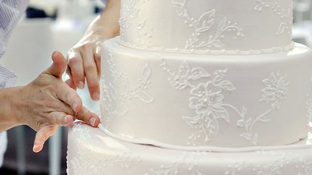 process-of-creating-custom-wedding-cake-5.jpg