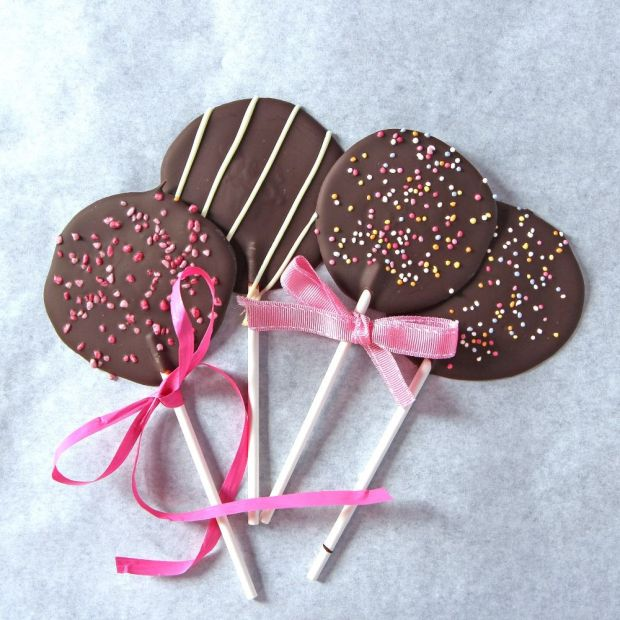 1-Chocolate-lollipops-web.jpg
