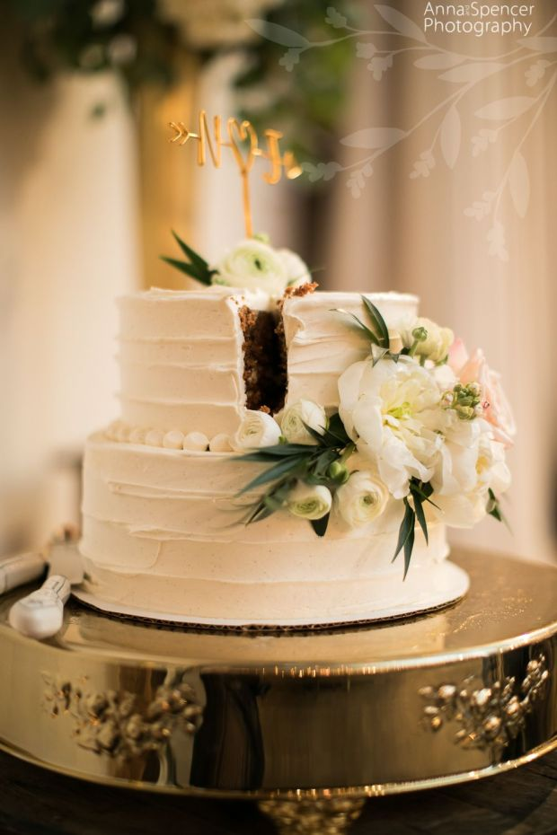Simple-small-wedding-cake.jpg
