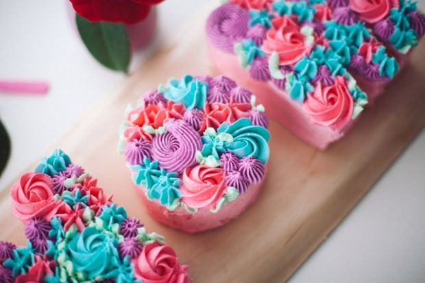 buttercream-flower-typography-cake-4