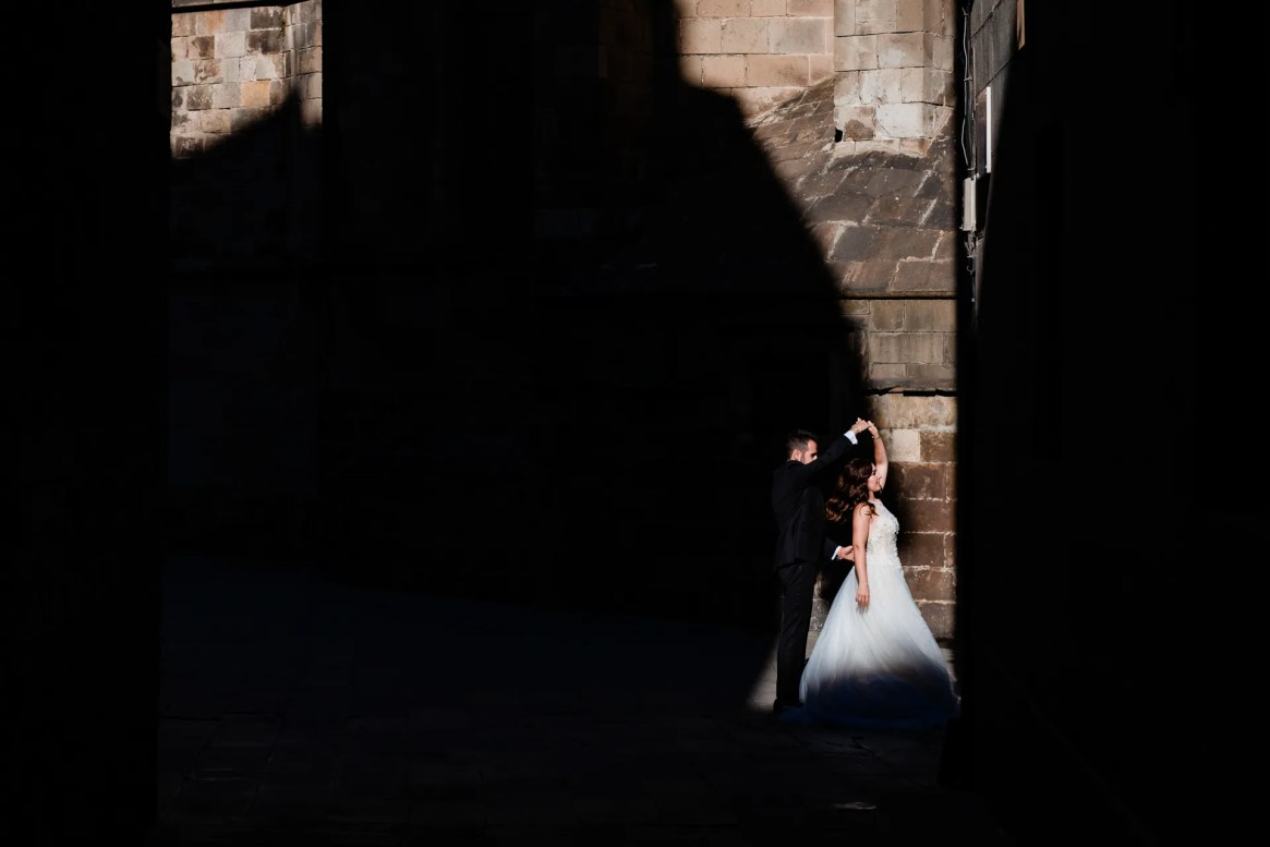 LuzdeBarcelona-boda-fotografo-postboda-gotico-Barcelona-31