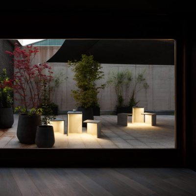 empty-jardin-iluminacion-mesa-fuente-vibia-02