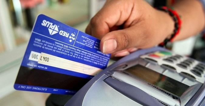 Desde el 31 de marzo, todos los comercios deberán aceptar tarjeta de débito