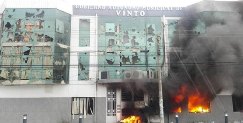 Bolivia : Queman una municipalidad y retienen a la intendenta del MAS en Cochabamba