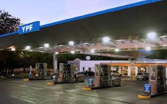 Por la suba de un impuesto, YPF aumentó el precio de las naftas