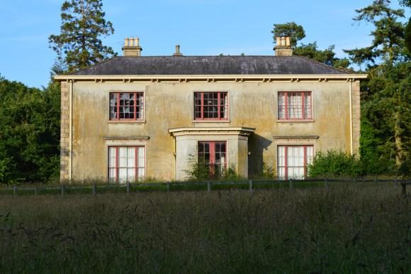 Crevenagh House Facade © Lavender's Blue Stuart Blakley