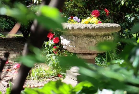 Min Hogg The World of Interiors Founder Home Garden Brompton Square London © Lavender's Blue Stuart Blakley