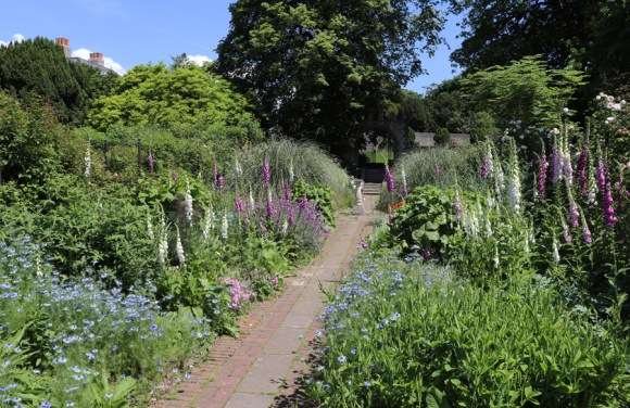 Preston Manor Brighton Garden © Lavender's Blue Stuart Blakley