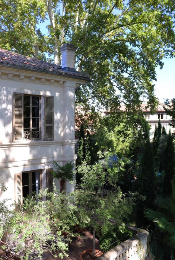 Exterior La Divine Comedie Avignon © Lavender's Blue Stuart Blakley