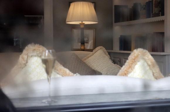 No.50 Cheyne Restaurant Chelsea Sofa © Lavender's Blue Stuart Blakley