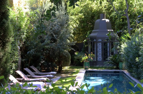 Swimming Pool La Divine Comedie Avignon © Lavender's Blue Stuart Blakley