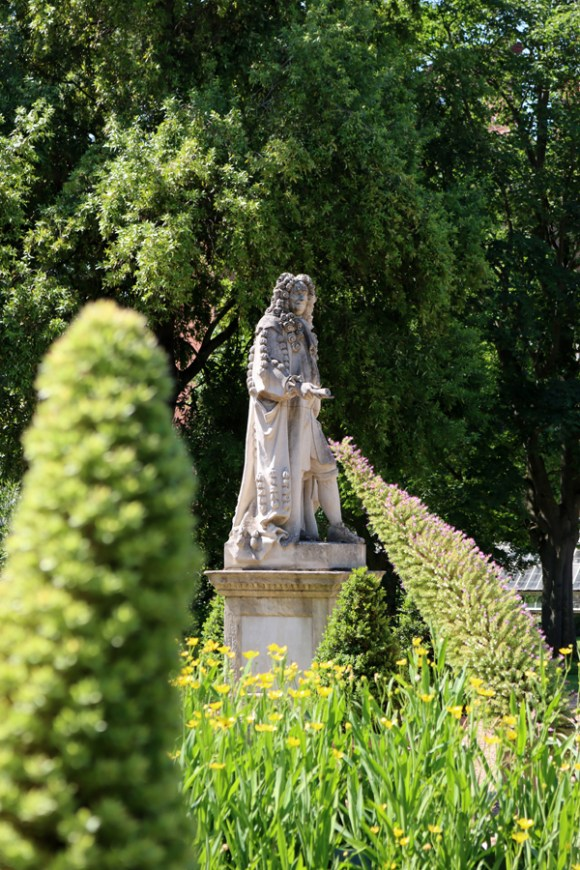 Sir Hans Sloane Statue View Chelsea Physic Garden London © Lavender's Blue Stuart Blakley