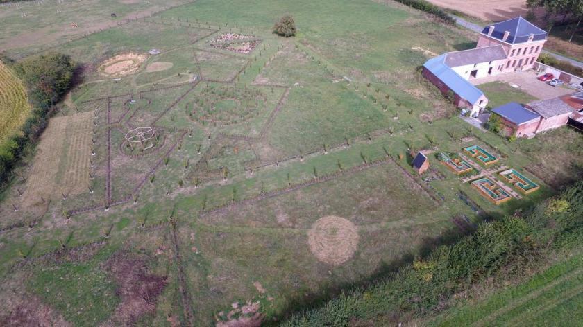 Le jardin à la française de la ferme du Lion vu du ciel.