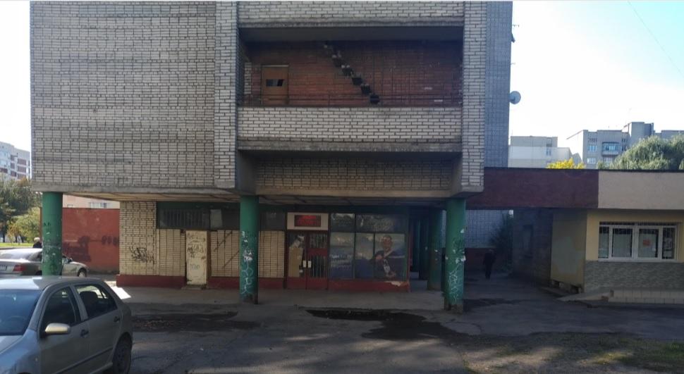 """Банк їжі """"Тарілка"""" відкрили у цьому приміщенні."""