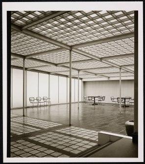 Haus der Glasindustrie Düsseldorf, Ausstellungsraum, frühe 1950er Jahre. Fotografie von Karl-Hugo Schmölz. (c) Archiv Wim Cox.