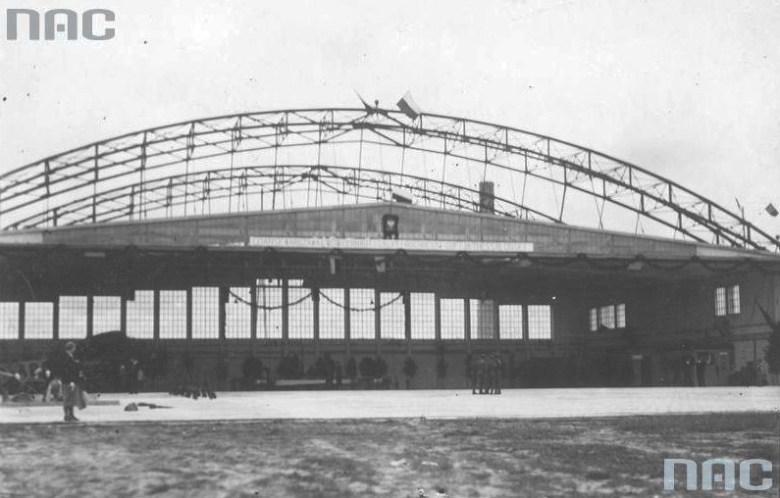 Pierwszy terminal-hangar około 1930 roku
